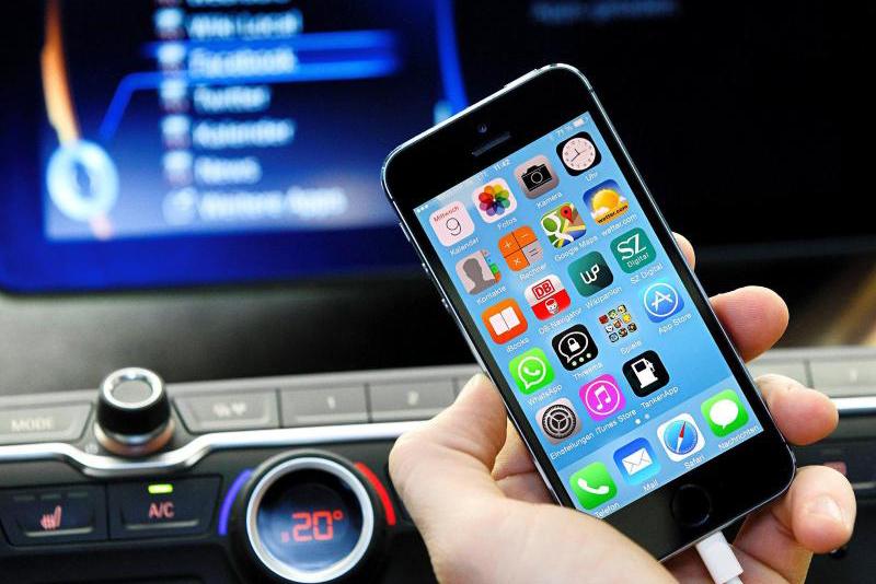 Strafen gegen Handy-Nutzung am Steuer