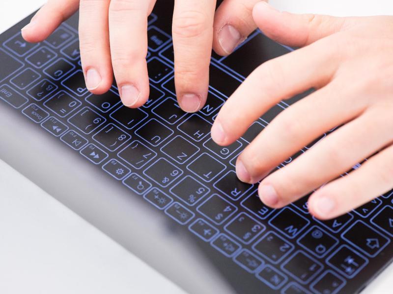 Berührungsempfindliches Halo-Keyboard kann anfangs frustrierend sein. class=