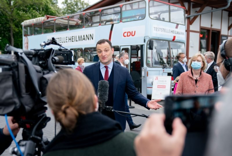 corona-tests-im-wahlkampf:-berliner-spd-senatorin-schliest-den-schnelltest-bus-eines-cdu-politikers