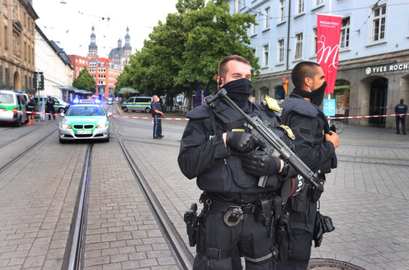 drei-tote-und-funf-verletzte-bei-messerattacke-in-wurzburg-–-der-mutmasliche-tater-ist-festgenommen