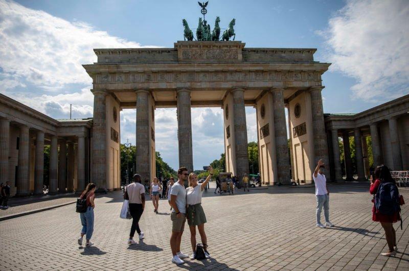 maas-hebt-reisewarnung-fur-mehr-als-80-corona-risikolander-auf-–-die-deutschen-bleiben-beim-corona-urlaub-skeptisch