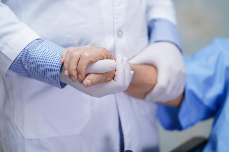 corona-mahnung-aus-israel:-die-halfte-der-schwer-erkrankten-patienten-ist-doppelt-geimpft-—-was-das-fur-deutschland-bedeutet